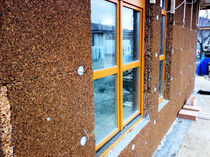 Стена из деревянный блоков