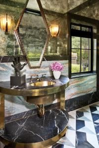 30-Marble-Bathroom-Design-Ideas-17
