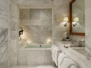 30-Marble-Bathroom-Design-Ideas-2