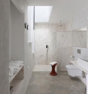 30-Marble-Bathroom-Design-Ideas-28