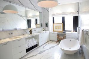30-Marble-Bathroom-Design-Ideas-29