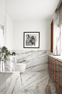 30-Marble-Bathroom-Design-Ideas-5
