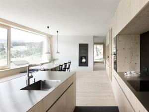 006-hause-julia-bjrn-architekten-innauer-matt-1050x787