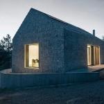 020-compact-karst-house-dekleva-gregori-arhitekti