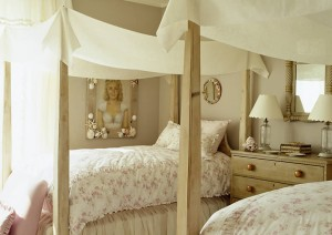 Canopy-beds-For-the-Modern-Bedroom-Freshome-391