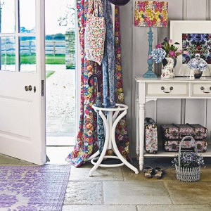 Hallway-with-patterned-rug-with-white-painted-console-table--Country-Homes-and-Interiors--Housetohome.co.uk