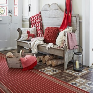Tall-settle-in-hallway-with-red-runner--Country-Homes-and-Interiors--Housetohome.co.uk